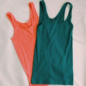Lot of two old navy tanks